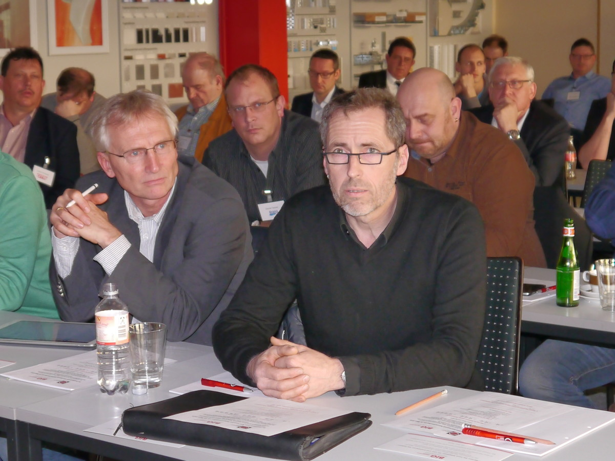 Rund 50 Teilnehmer trafen sich im baden-württembergischen Gaggenau zum Fachdialog. Neben Trockenbau-Unternehmern und Ingenieurbüros zeigten auch einige Architekten großes Interesse am Thema